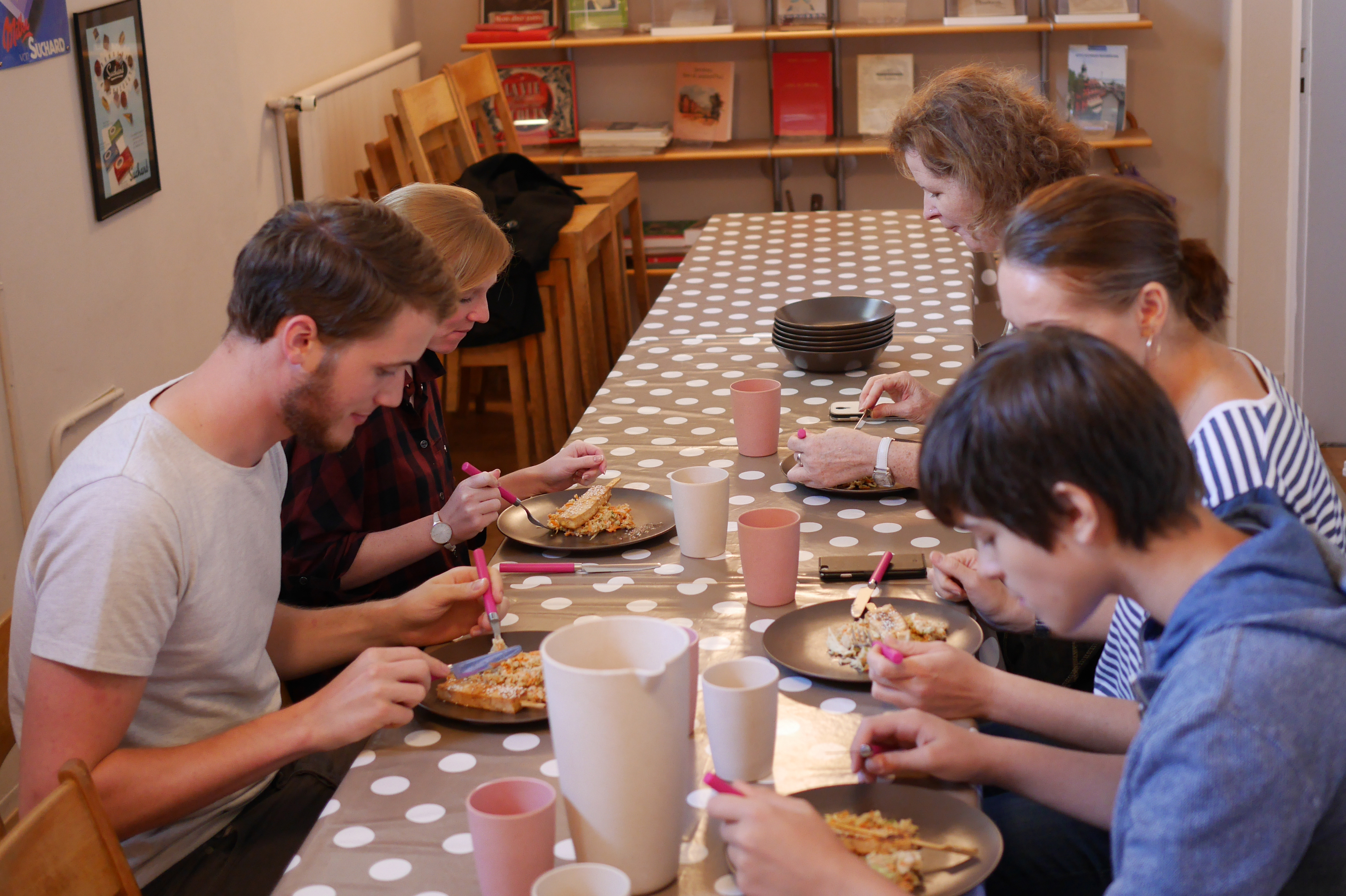 Repas pris en commun à la fin d'un atelier de Cuisine